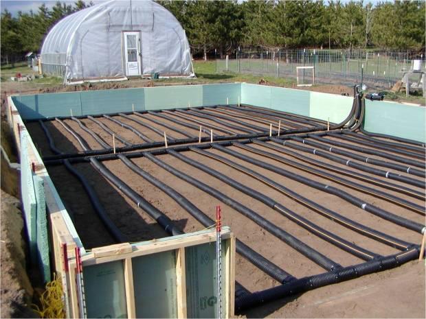 Soil warmed by solar energy in high tunnel